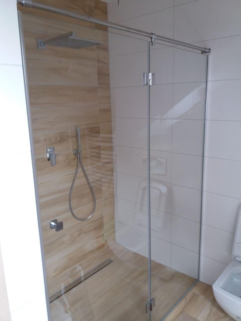 Kabina prysznicowa z drzwiami jednoskrzydłowymi