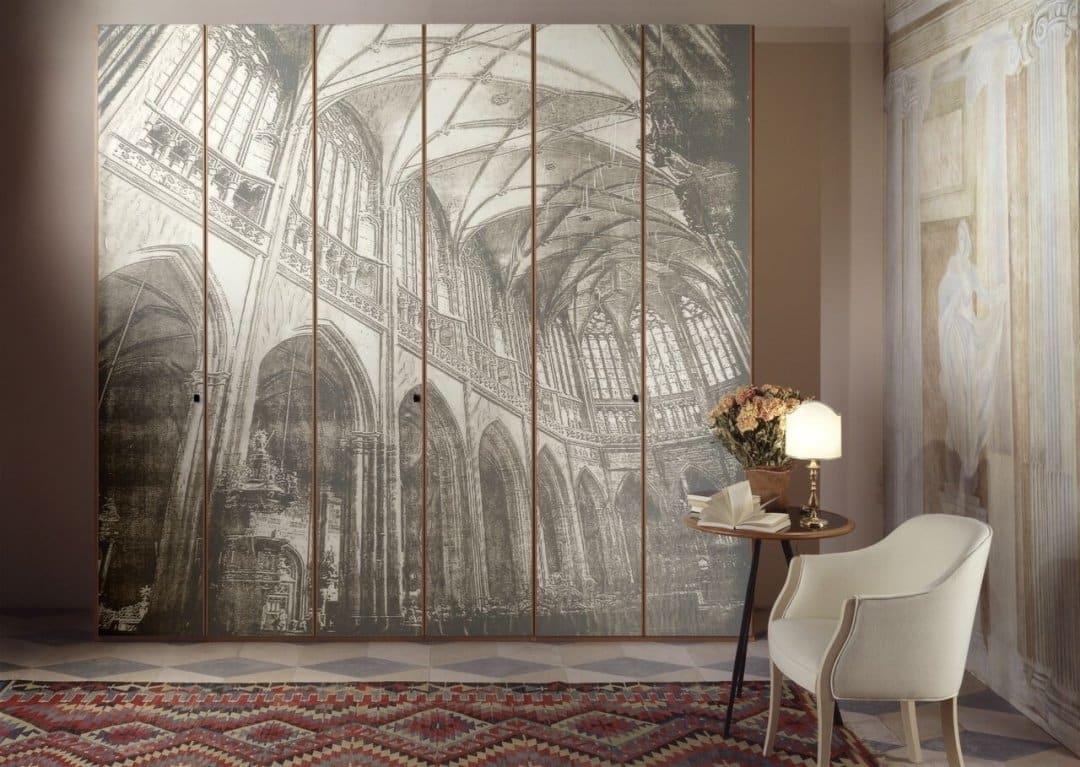 Szklana architektura na szafie